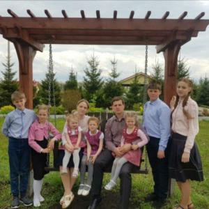 Зудовы и Щирские. У двух семей миссионеров в Красноярском крае сгорел дом