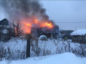 Губернаторовы. У вдовы служителя церкви сгорел дом.